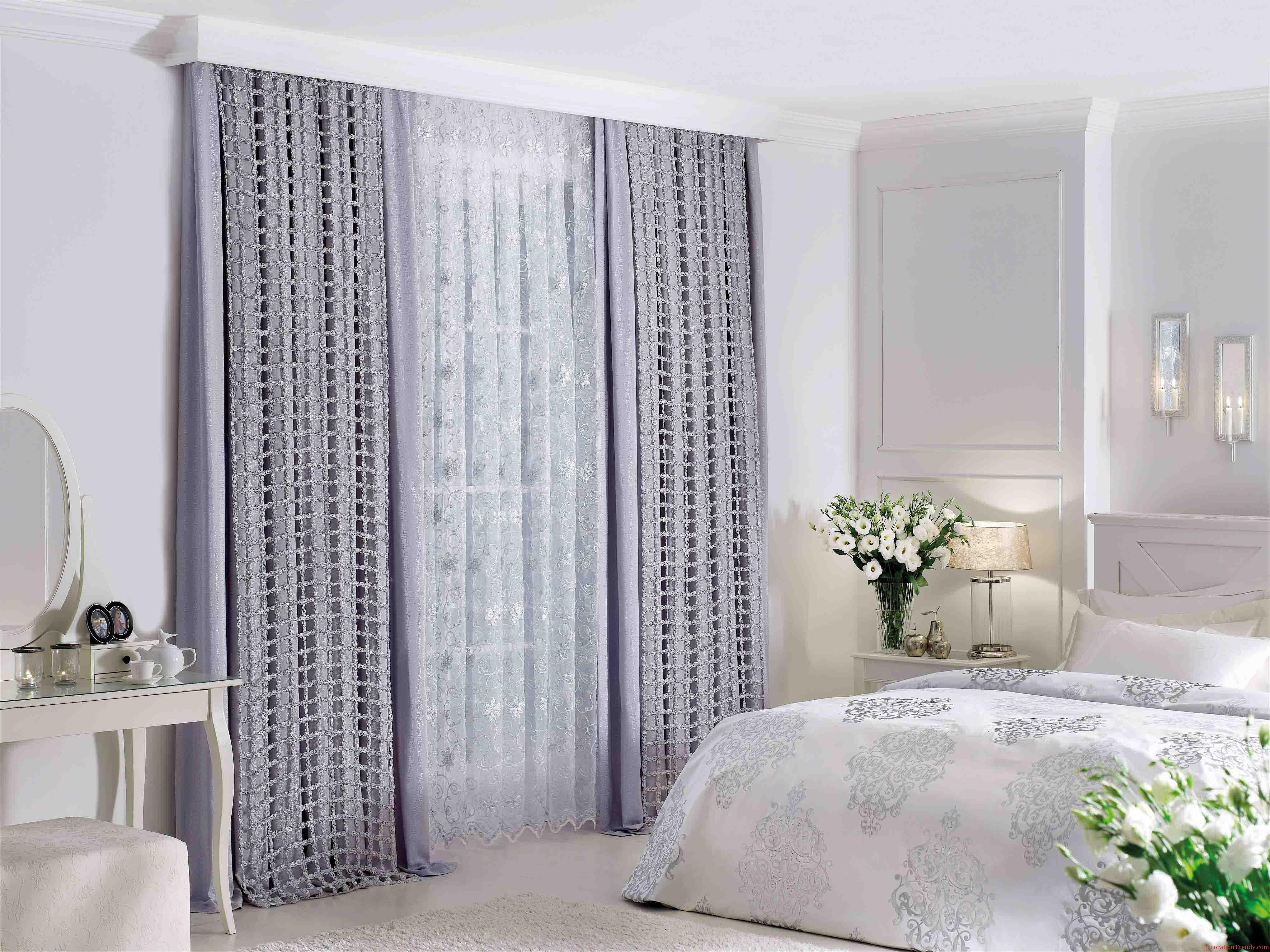 fantastisk-hvid-grå-træ-glas-cool-design-værelses-gardiner-top-grå-gardin-windows-glas-forfængelighed-kabinet-blomst-top-end-table-hvid-cover-seng-træ-bed- væg-lampe-at-værelses as well-as-værelses-forhæng-p