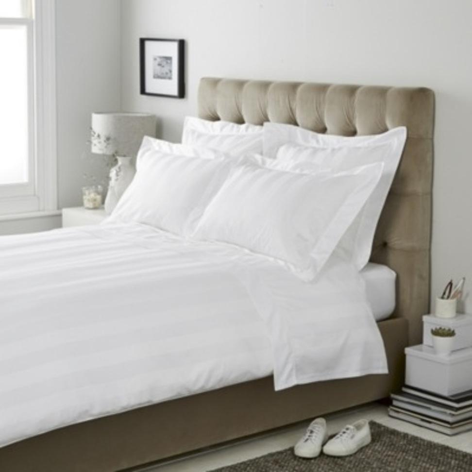 sengelinned-værelses-det-hvide-firma-cadogan_bedroom-sengetøj-gray_bedroom_bedroom-eyes-design-piger-ideer-ikea-sæt-ashley-møbler-udtryk-væg-udsmykning-curtains_972x972