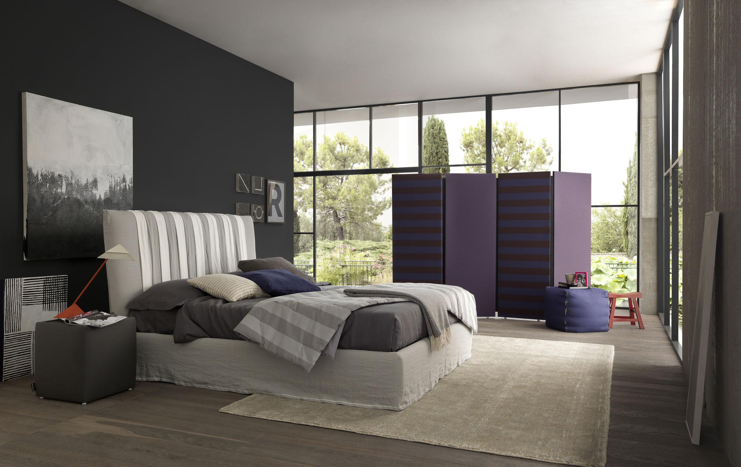 soveværelse-med-sort-farve-accent-væg-bozlan-dejlige