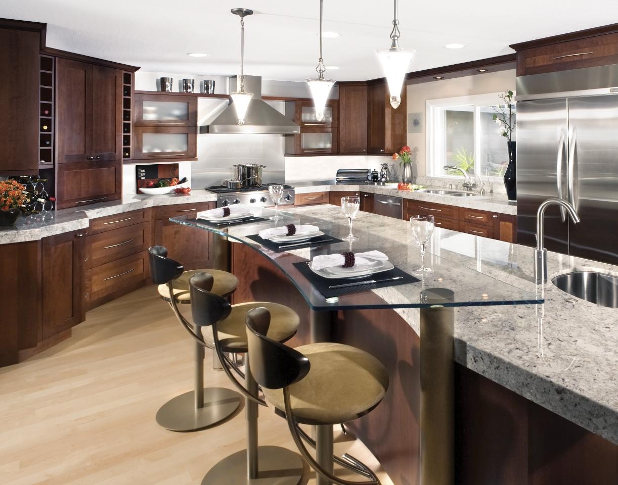 charmerende-brun-bar-afføring-on-laminat-gulv-parret-med-træ-miljøvenlige-køkken-frysere-plus-brun-granit-bordplade-idé