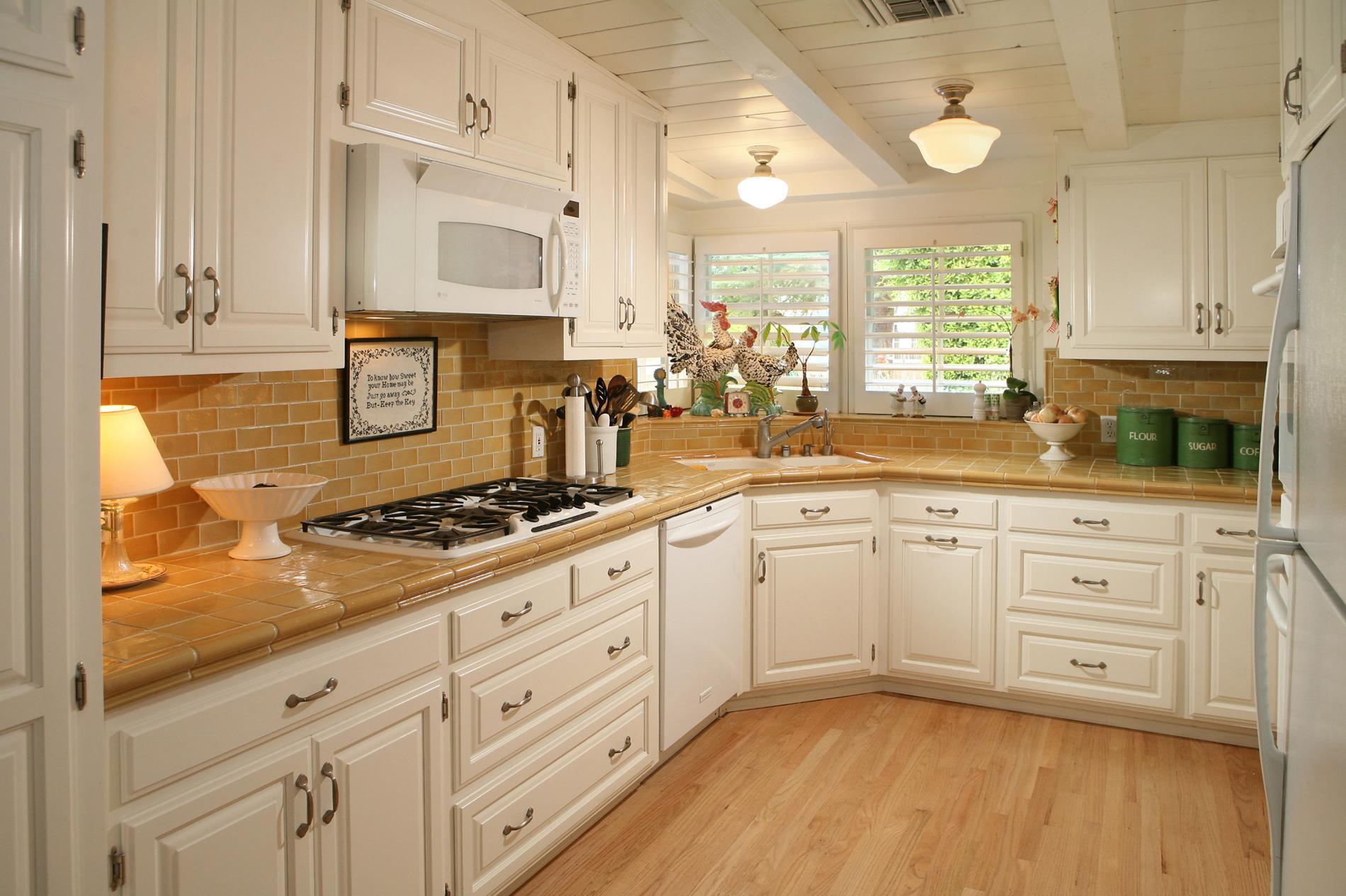 évier-d'angle-pour-plan-de-cuisine-magnifique-blanc-coin-évier-d'armoire-conceptions