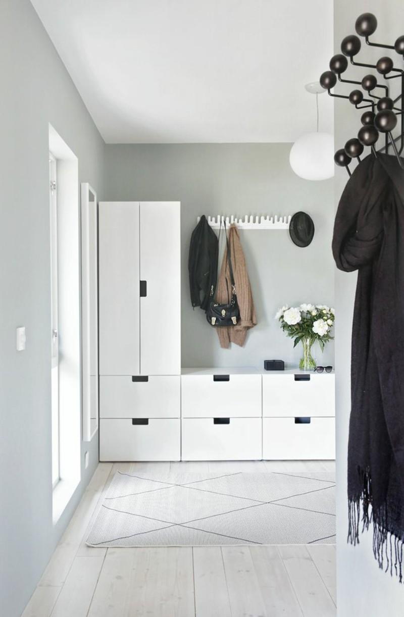 créative-mur-design-plancher-couloir-meubles-armoire
