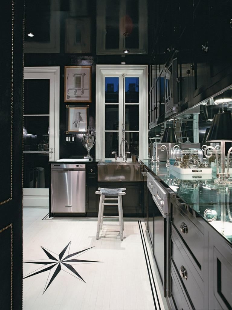 dramatique-cuisine-avec-armoires-noires