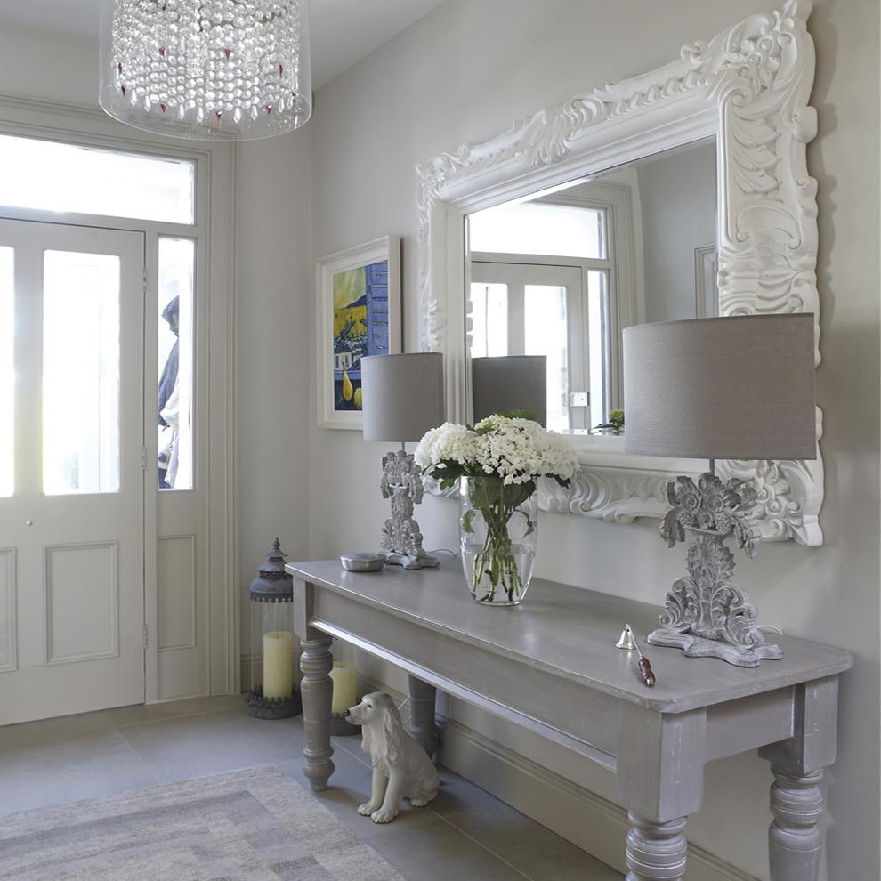 entrée-table-décor-hall-avec-grand-miroir-orné-2
