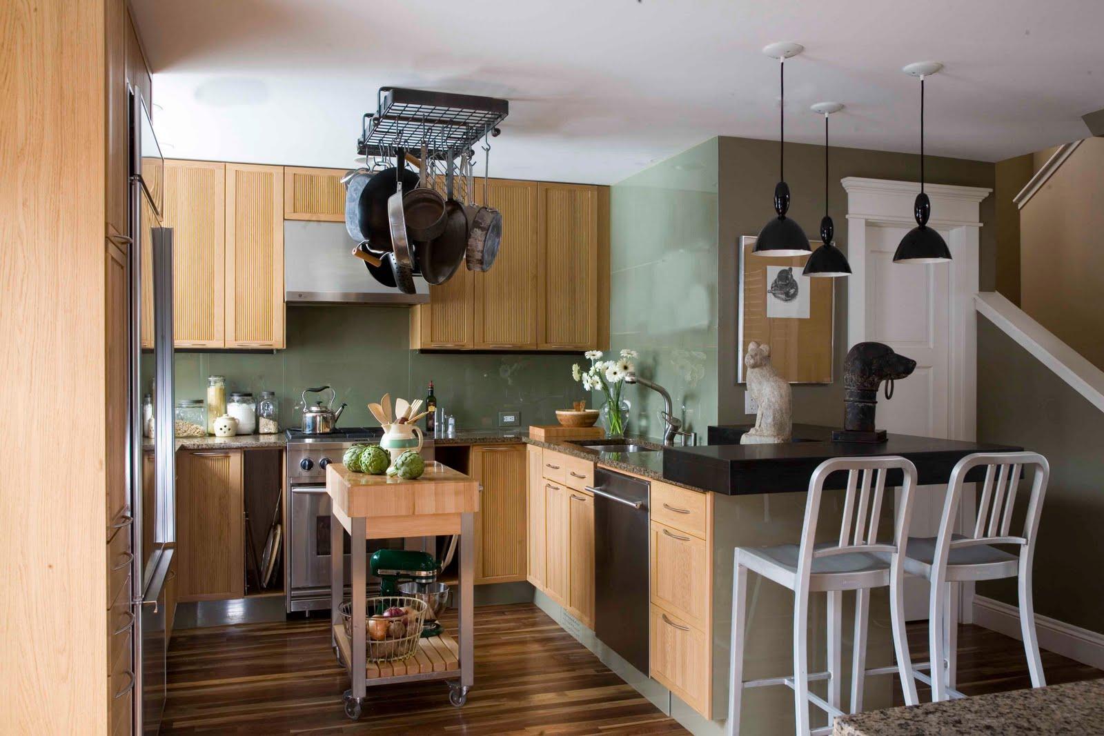 eksotisk-sort-modulær-vedhæng-lamper-blandet-med-hvid-træ-miljøvenlige-køkken-interiør-on-laminat-gulv-design