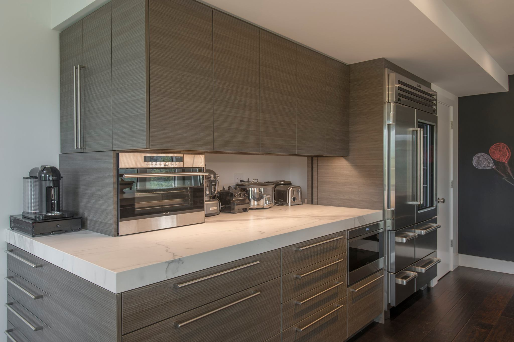 fm-distributing-neolith-classtone-estatuario-and-beton-modern-kitchen-side-coutner-coutner-with-applicances