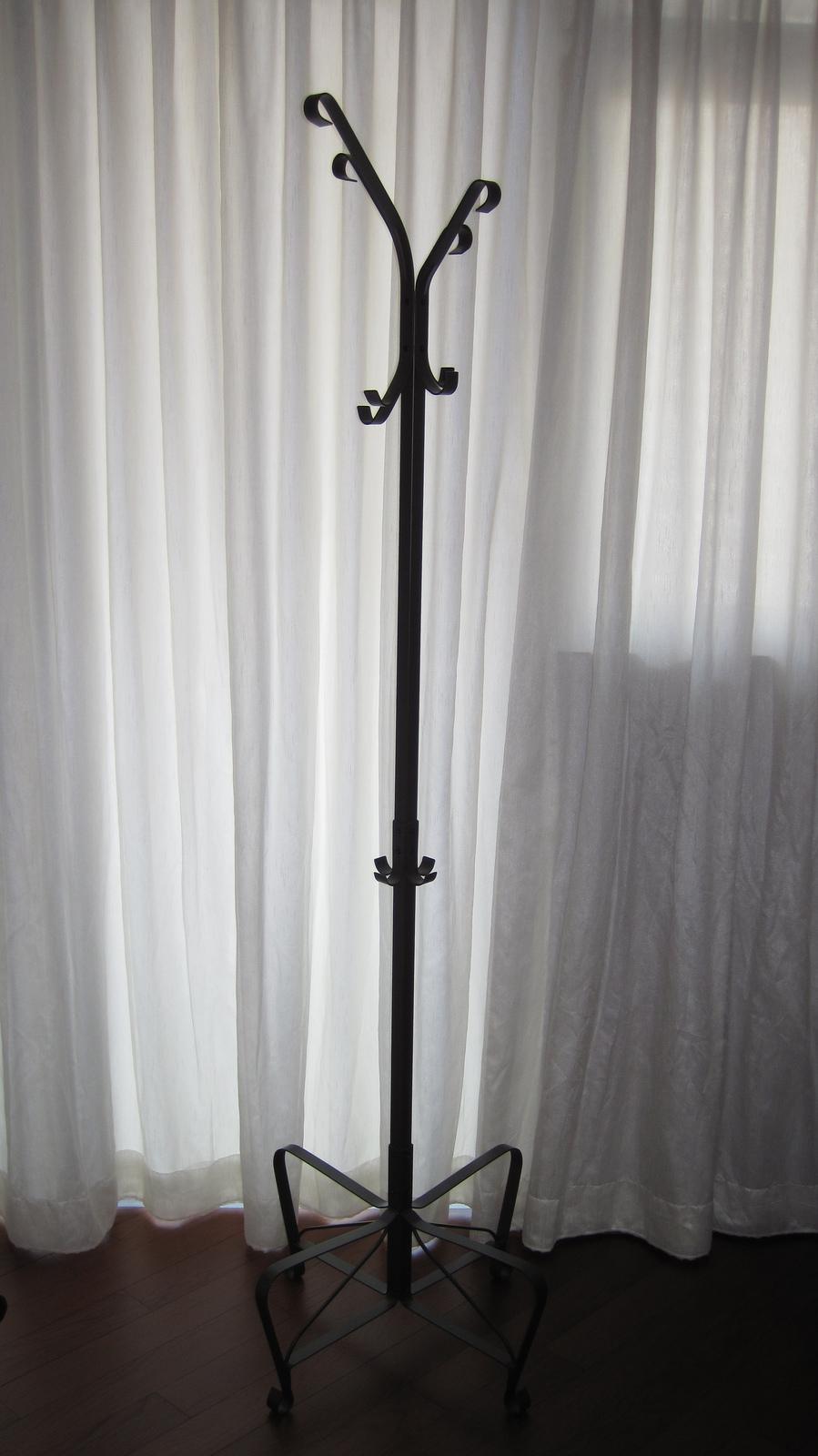møbler-elegant-klud-bøjle-møbler-til-stue-områder-med-sort-jern-ikea-coat-står-imponerende-møbler-til-soveværelse-med-ikea-coat-stande