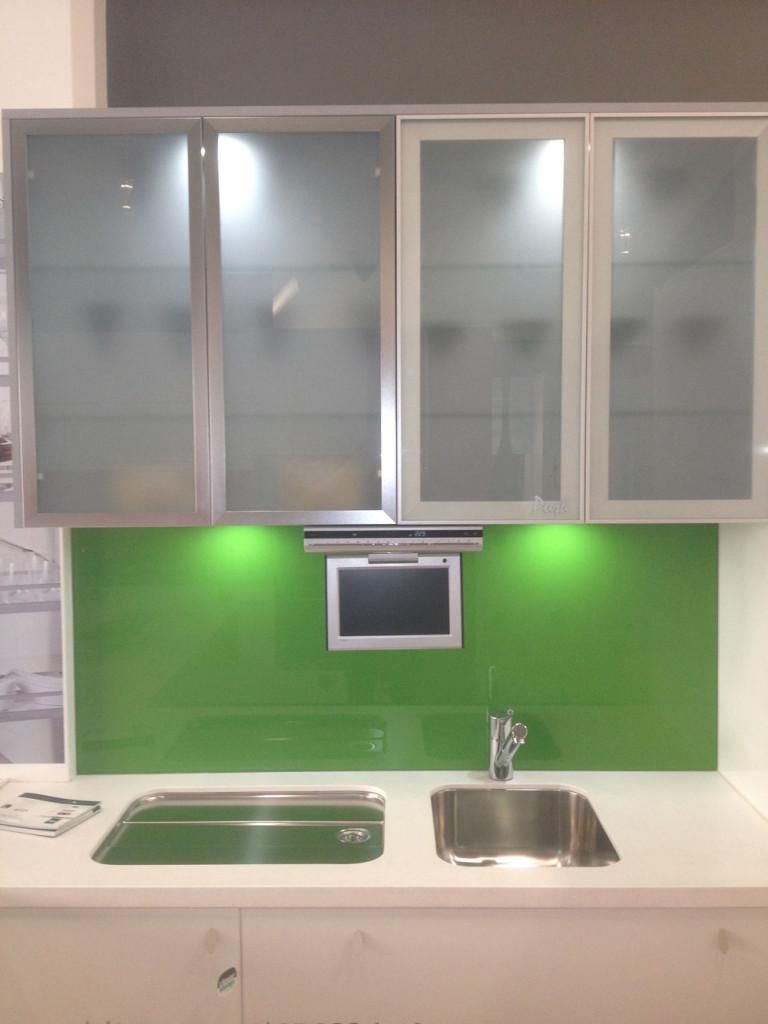 glas-køkken-kabinet-døre-til-lave-et-exceptionel-køkken-design-med-exceptionel-udseende-15