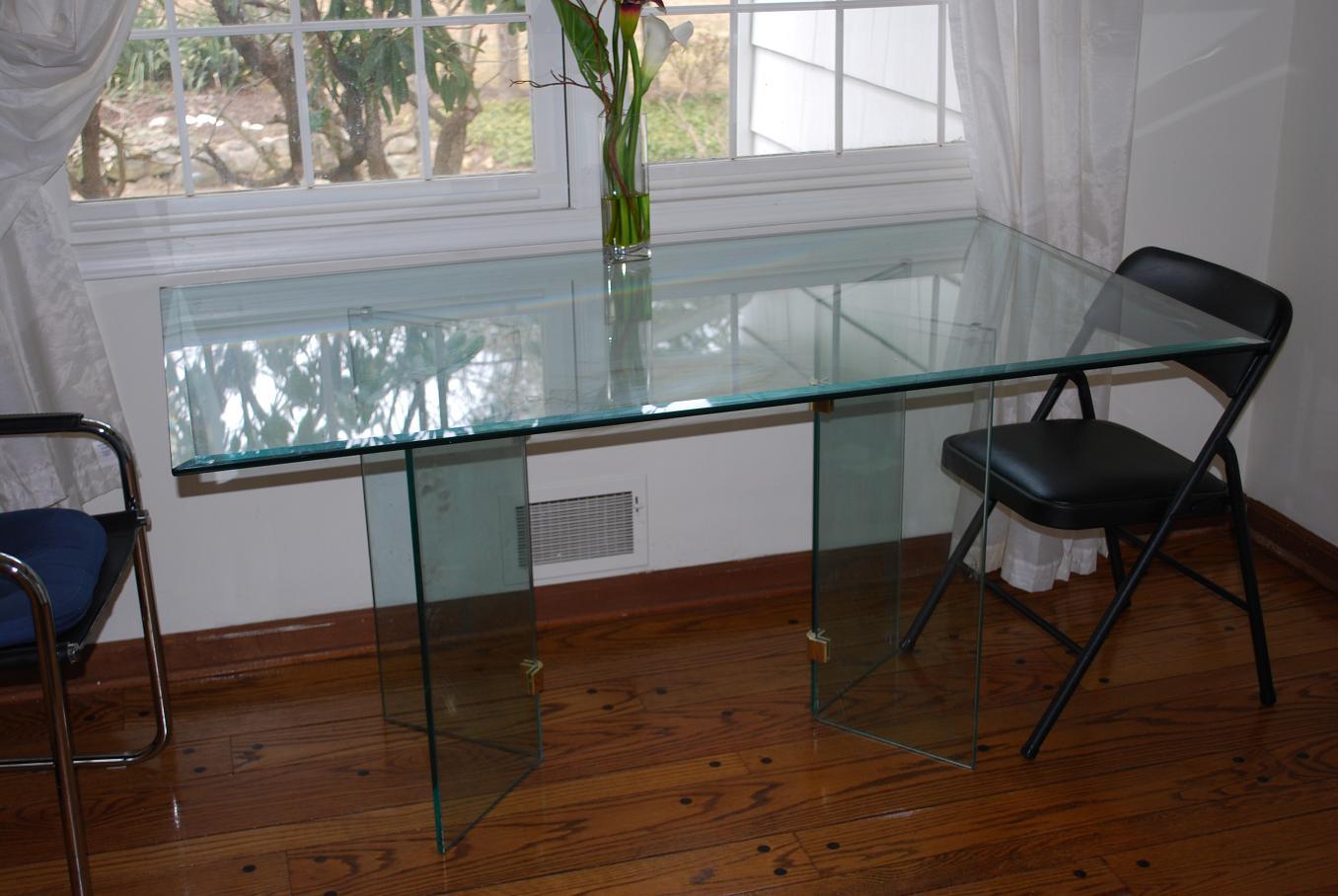 glas-køkken-borde-til-lave-et-let-on-the-eye-køkken-design-med-let-on-the-eye-udseende-4