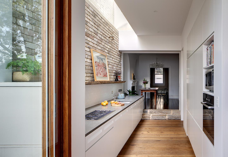 blank-gangen-kabinet-a-indsnævre-hallway-kabinet-ideer-of-a-moderne moderne hus-eksteriør-indgang-hal-dekoration-med-Whit