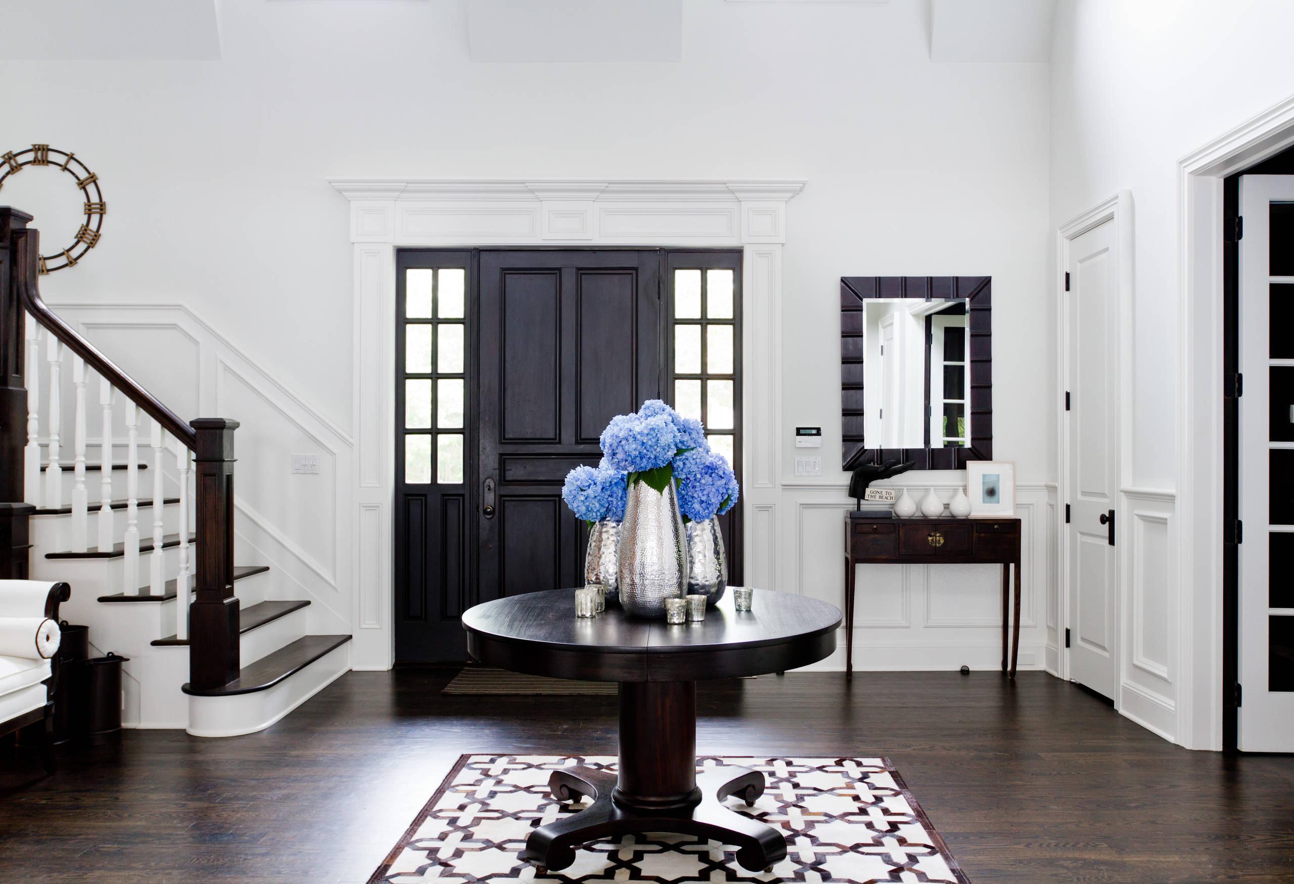 couloir-avec-une-grande-table-photo-01