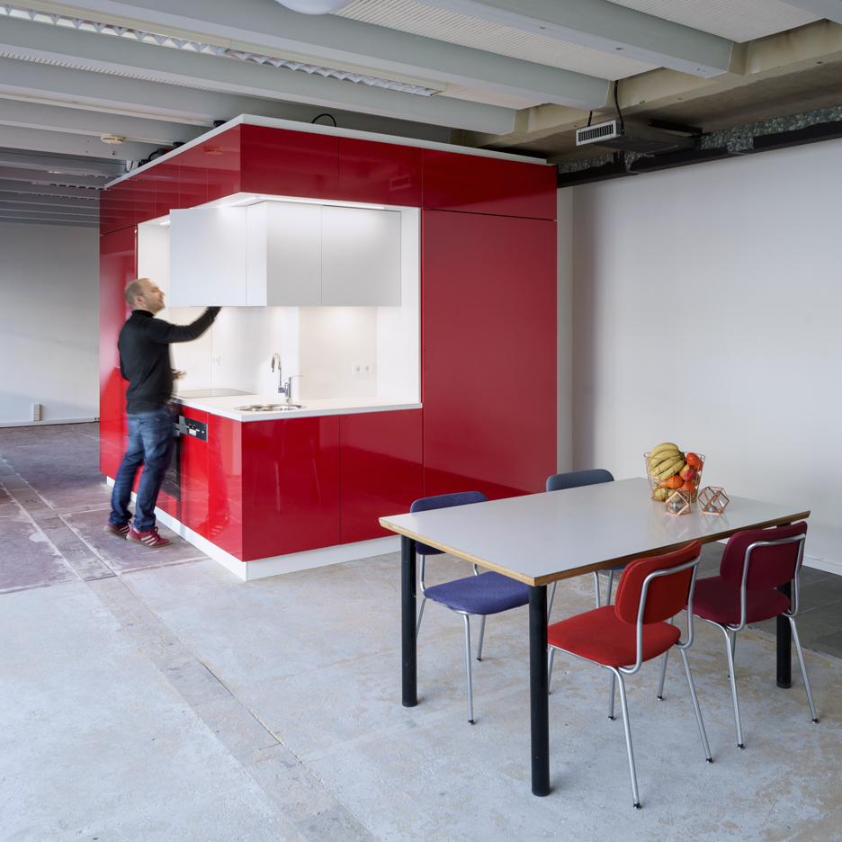 hub-rotterdam-Kraaijvanger-modulært-køkken-bad-unit_dezeen_sqa