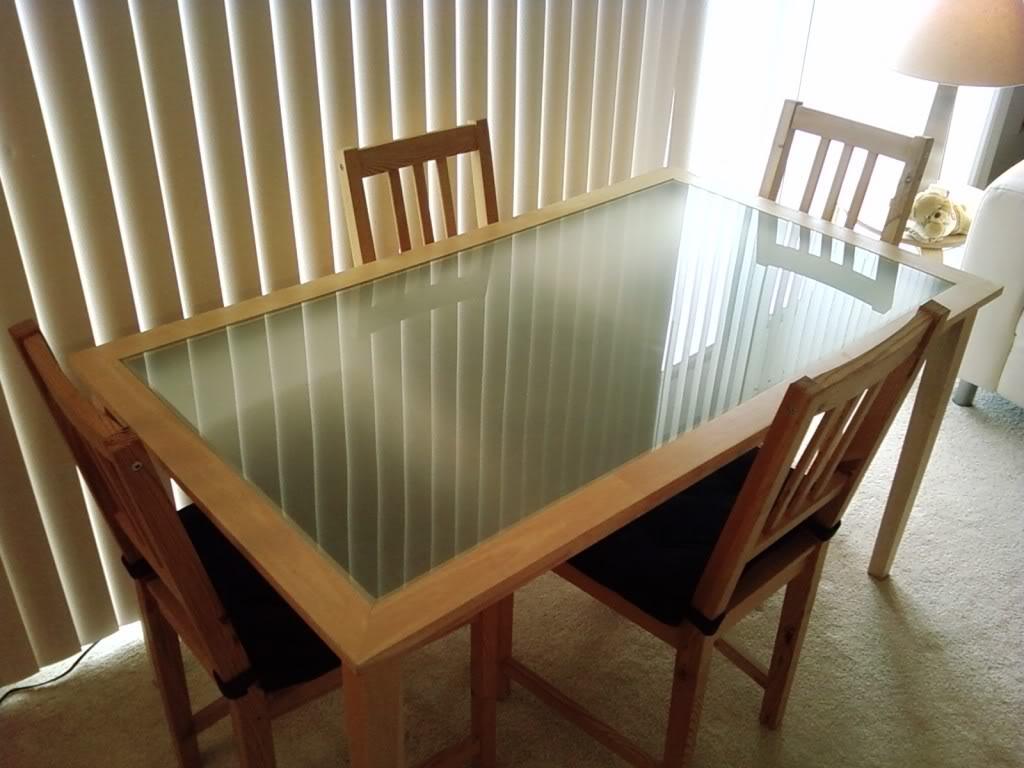 ikea-høj-stol-med-bord