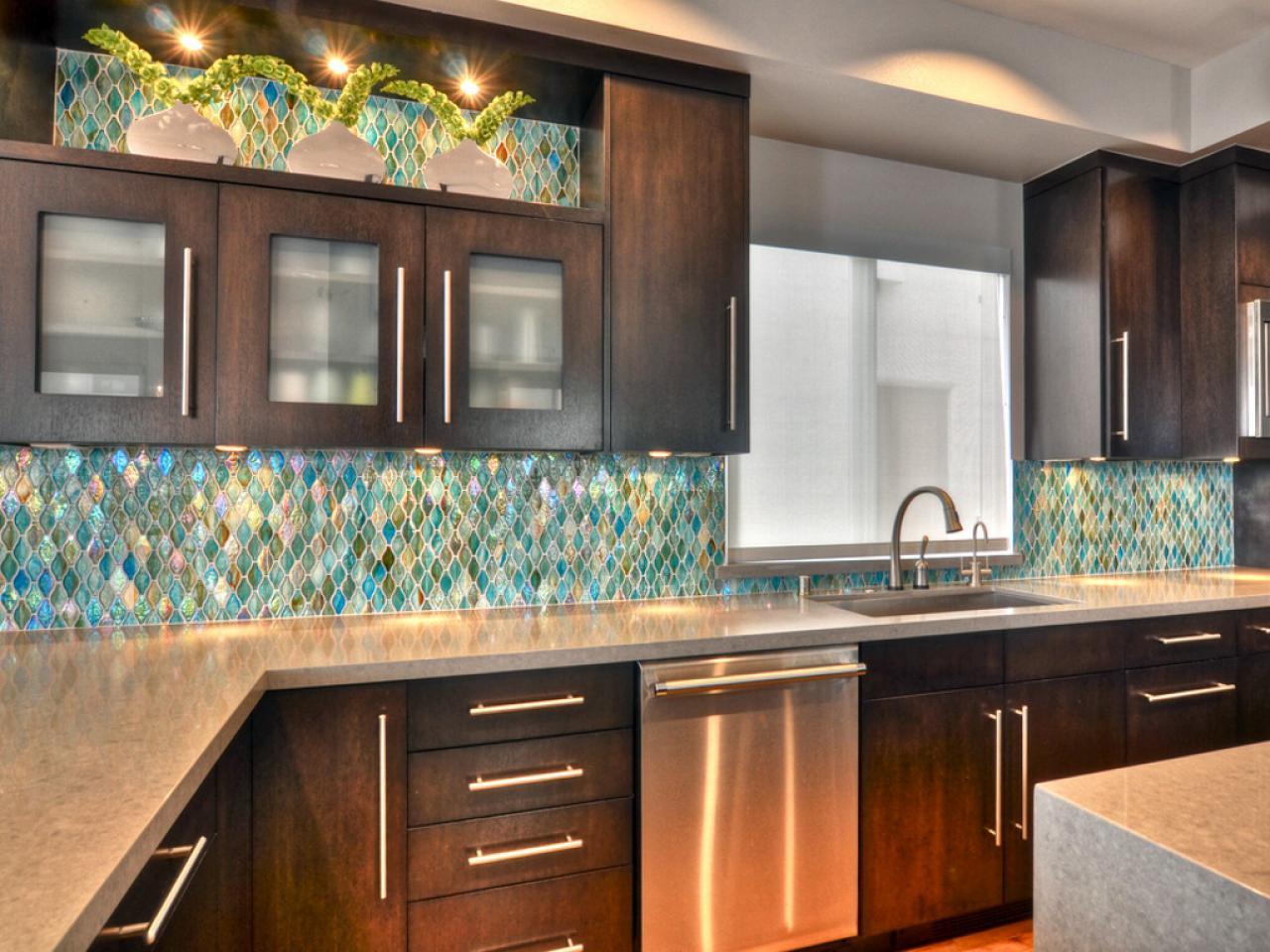 køkken-backsplash-glass_4x3-jpg-rend-hgtvcom-1280-960
