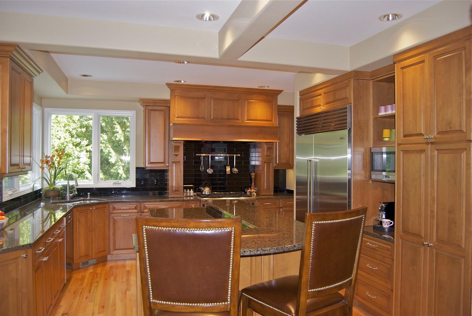 armoire-en-bois-laqué-plus-confortable-chaise-en-cuir-et-évier-de-cuisine-aussi-noir-dosseret-idées
