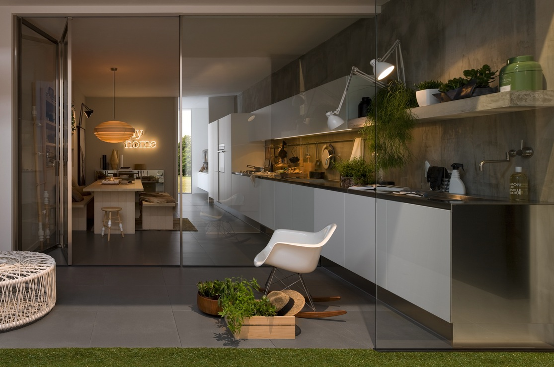 lineær-køkken-design-glas-døre-1