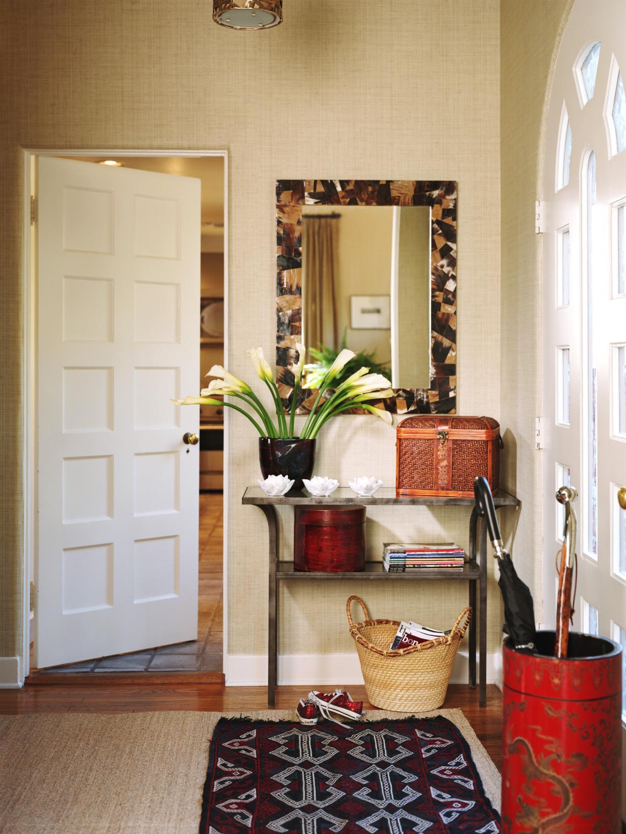 meubles-de-salon-idées-d'intérieur-table-de-salle-et-vintage-bois-pin-deco-deco-avec-miroir-mural-carré-aussi-entrée-consoles-tables-table-rustique-entrée