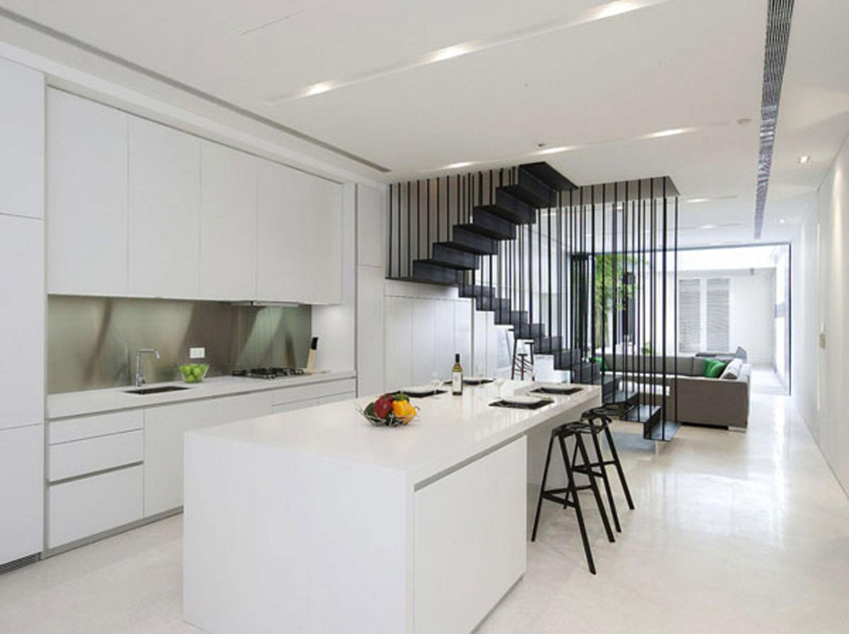 minimalistisk design-af-lejlighed-kicthen-sæt-med-sort-moderne-bar-afføring-siden-af-stue-rum