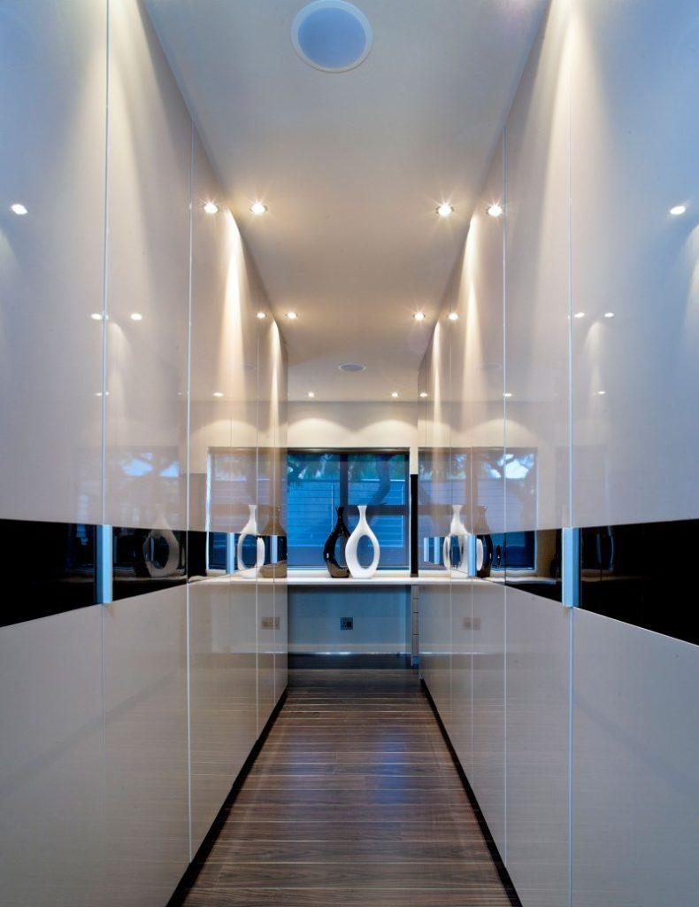 moderne-contemporain-entrée-éclairage-luminaires-idées-pour-petit-couloir-éclairage-appliques-couloir-éclairage-idées-790x1024