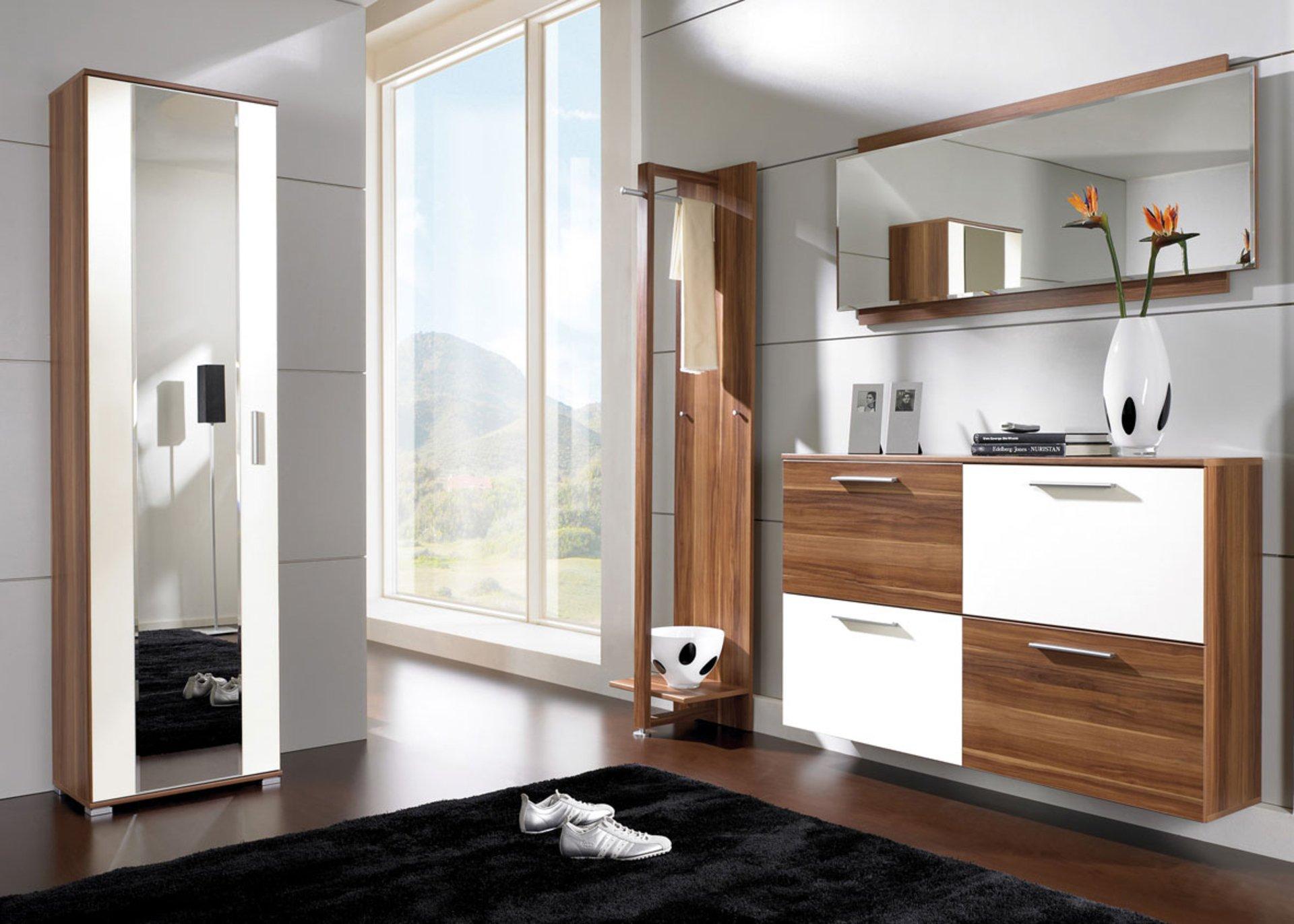 couloir-de-meuble-design-moderne-avec-meuble-mural-en-bois-miroir-et-petit-vestiaire