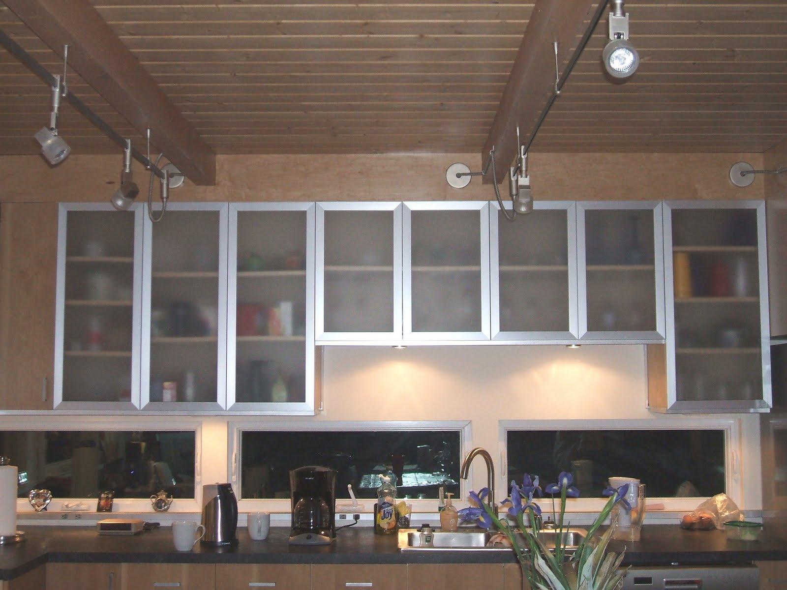 moderne-køkken-glas-kabinetter-174