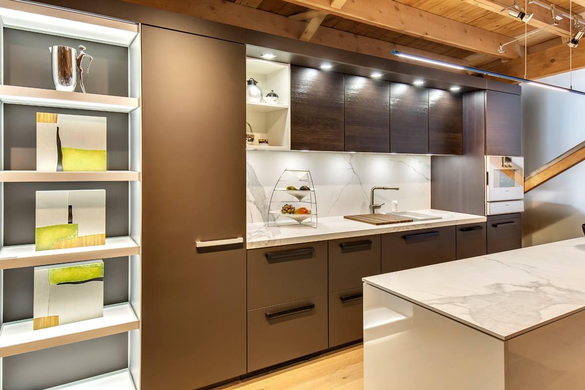 neolith-fm-distributing-modern-kitchen-island-cabinet-angle-estatuario-classtone