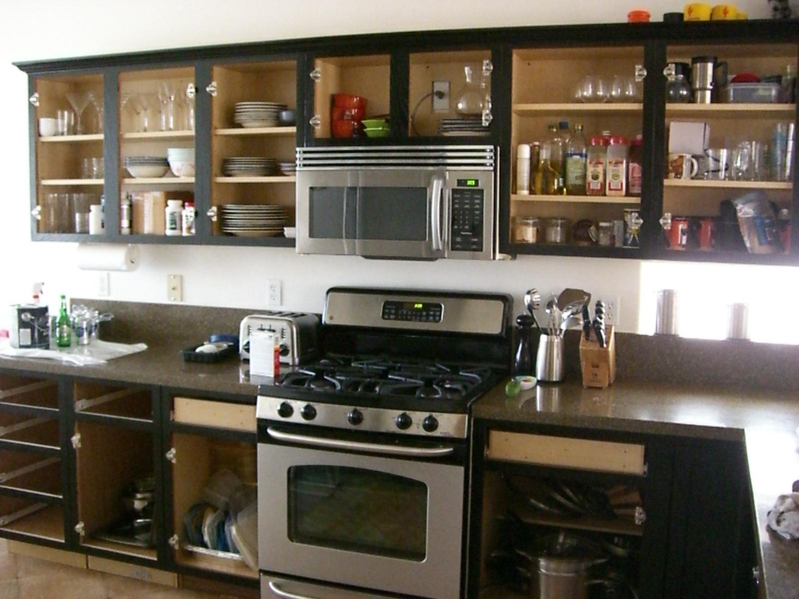 armoires de cuisine peintes en noir