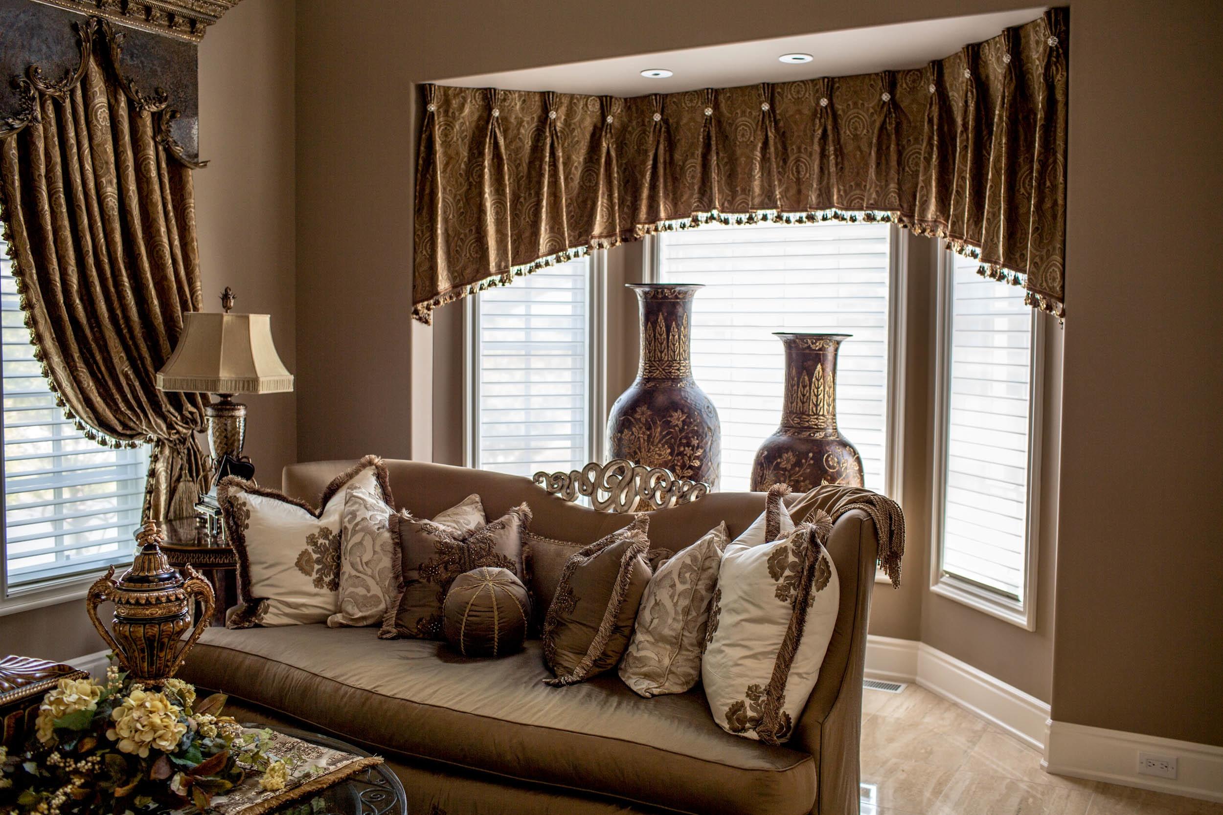 velskabt-beige-g-træ-glas-design-gardin-ideer-også-inde-gardin-sengeforhæng-sammen-med-levende-room_living-værelse-gardiner-ideer