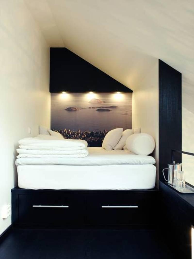 Platformseng i lille sovende hems