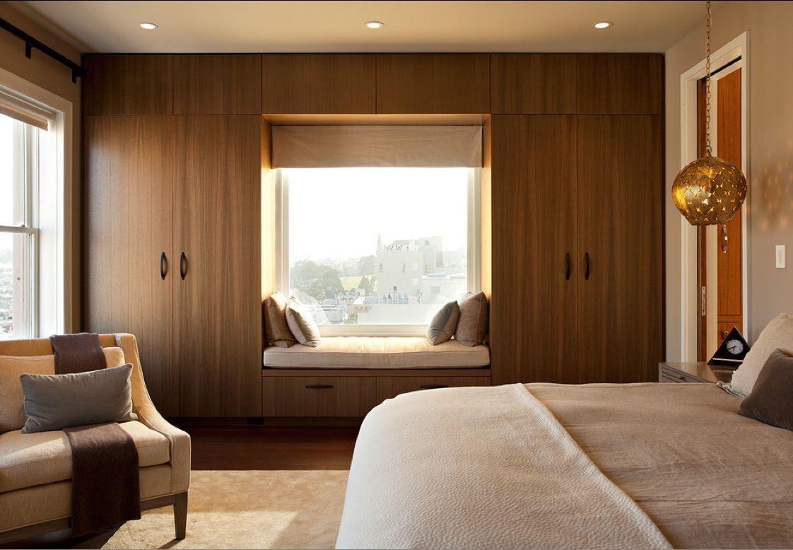 espace de rangement-autour-de-la-fenêtre-pour-chambre-avec-banc-de-lecture