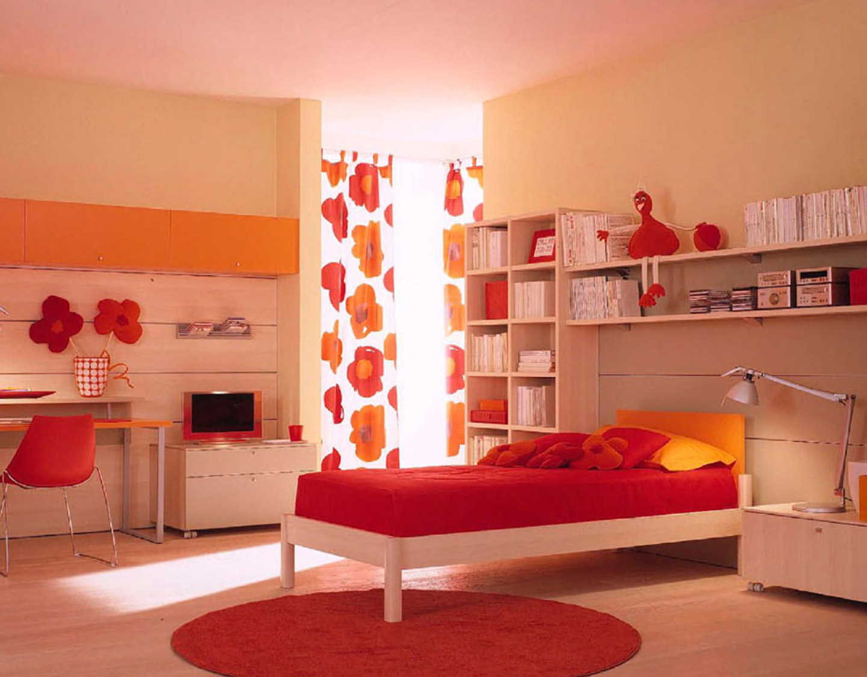 slående-rød-ikea-børns-bed-sheets-in-hvid-træ-sengetøj-over-round-rød-pels-tæppe-også-laminat-gulv-og-hvid-træ-kabinet