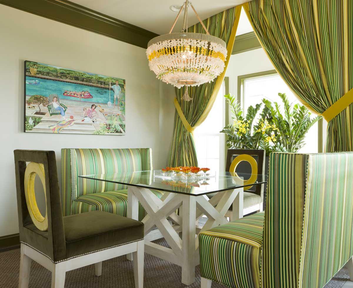 stripes-gardin-og-sofaer-in-spisning-værelse-inspiration