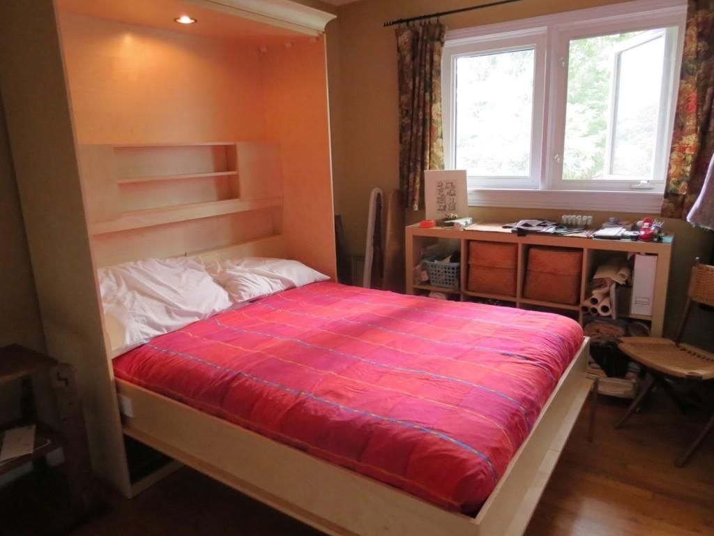 væg-bed-pladsbesparende-møbler-modulær-hylder-og-Murphy-bed-ikea-med-pink-striber-sengelinned-og-storage-Murphy-bed-kit-ikea-foldning-madras-dobbeltrørs- trille-bed-madras dimensioner-trille-bed-1024x7