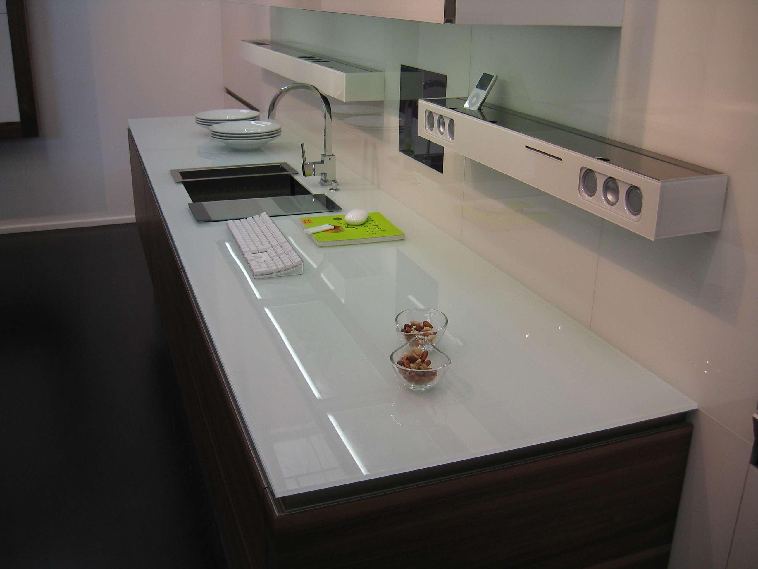 hvid-glas-køkken-bordplade