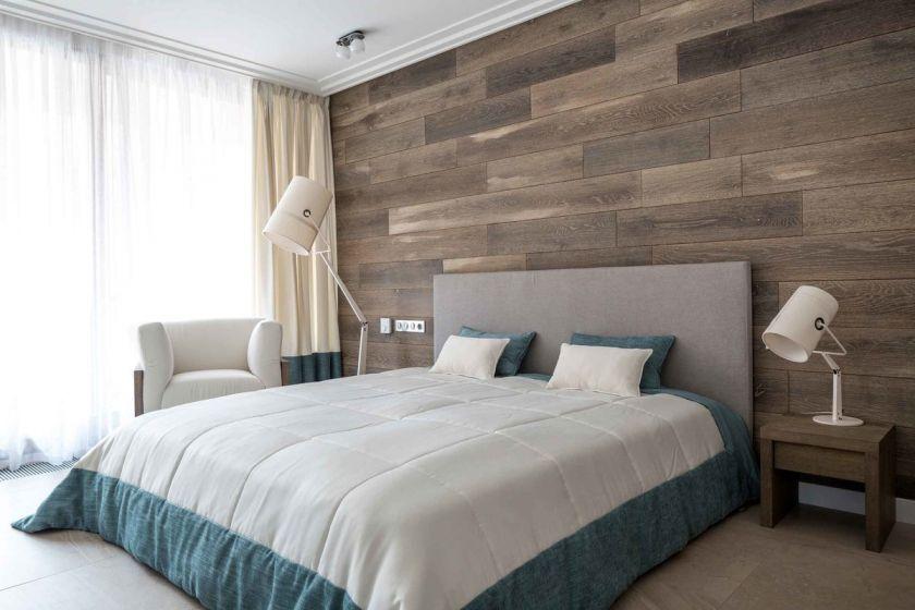 laminat på væggen i soveværelset