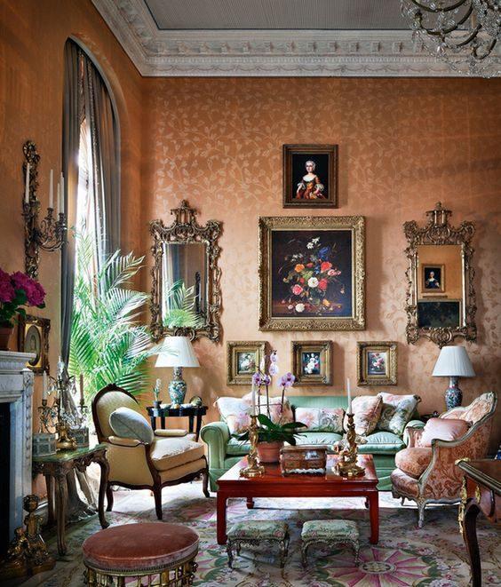 peintures dans une maison de style baroque