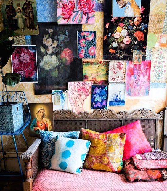 différentes peintures sur le mur