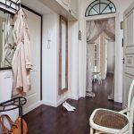 hall d'entrée dans un appartement de style provençal